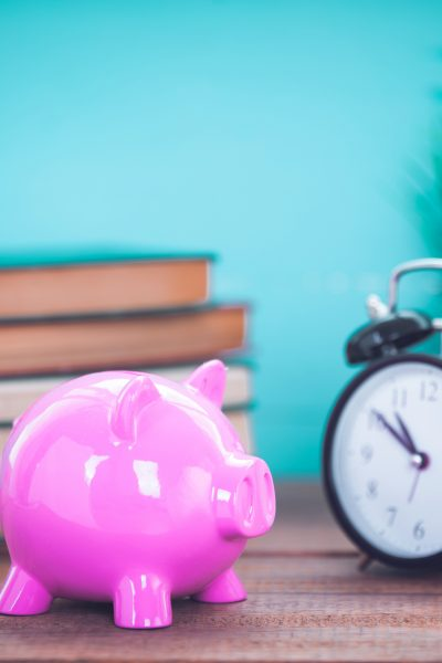 How to start a budget. Piggy bank. Tips for how to get started and budget for beginners